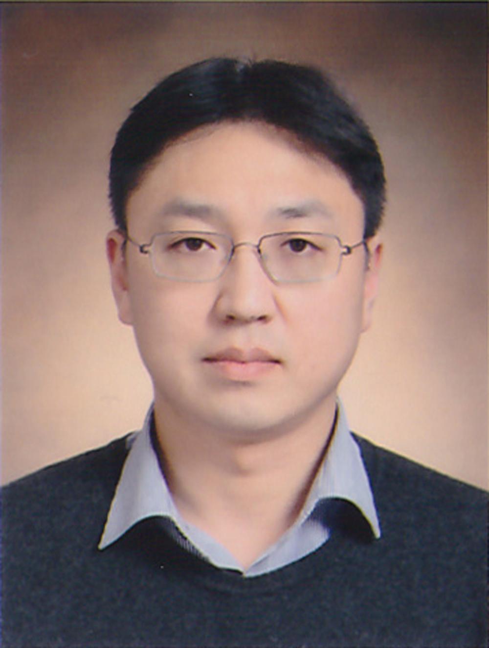 Kim Yong-Won 선생님 사진