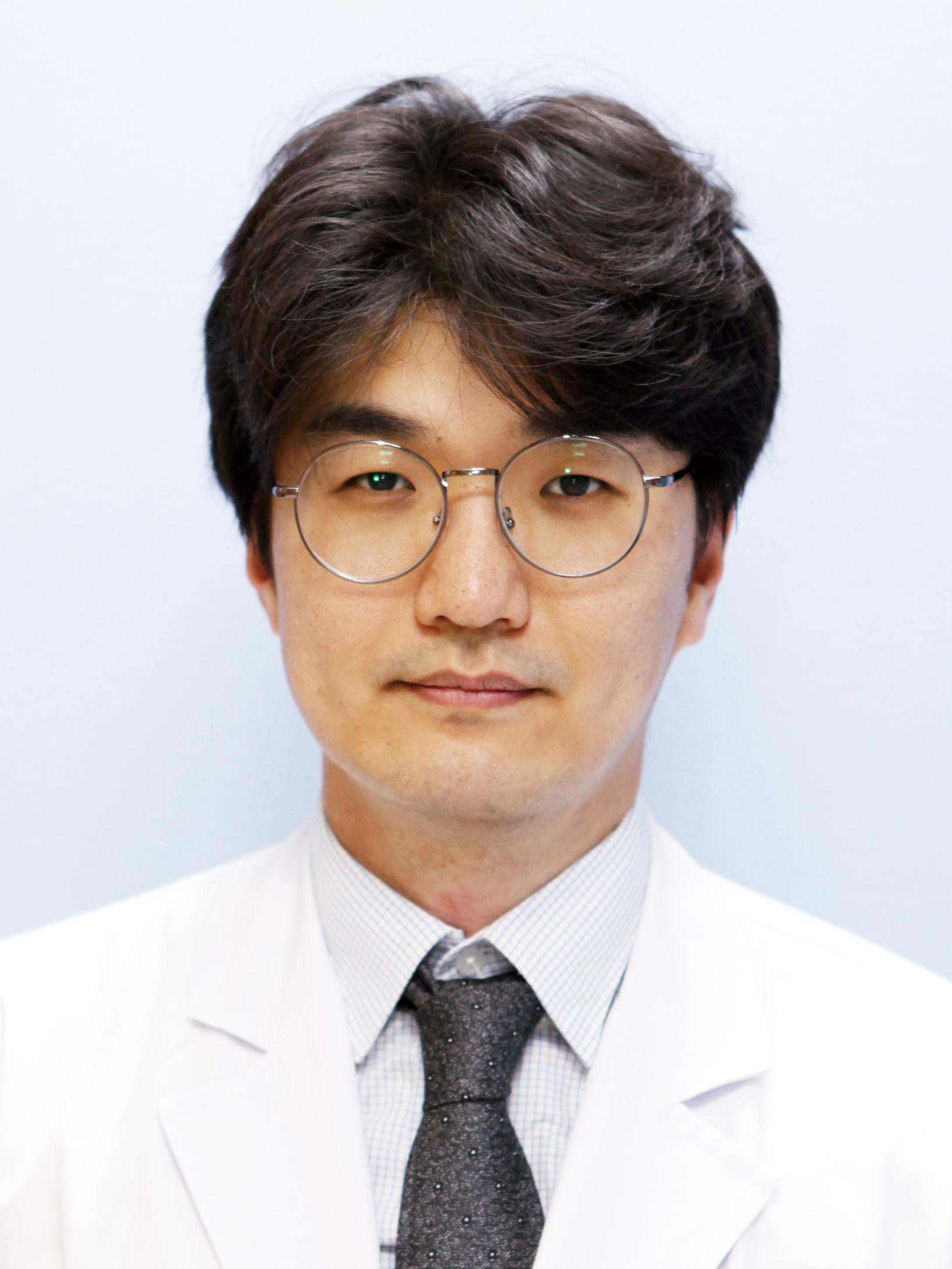 Kim Hee-june 선생님 사진