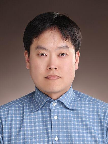 Lee Jong-Mok 선생님 사진